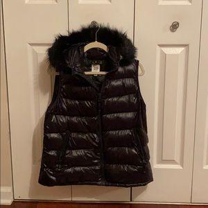 Gap Women's Black Puffer Vest
